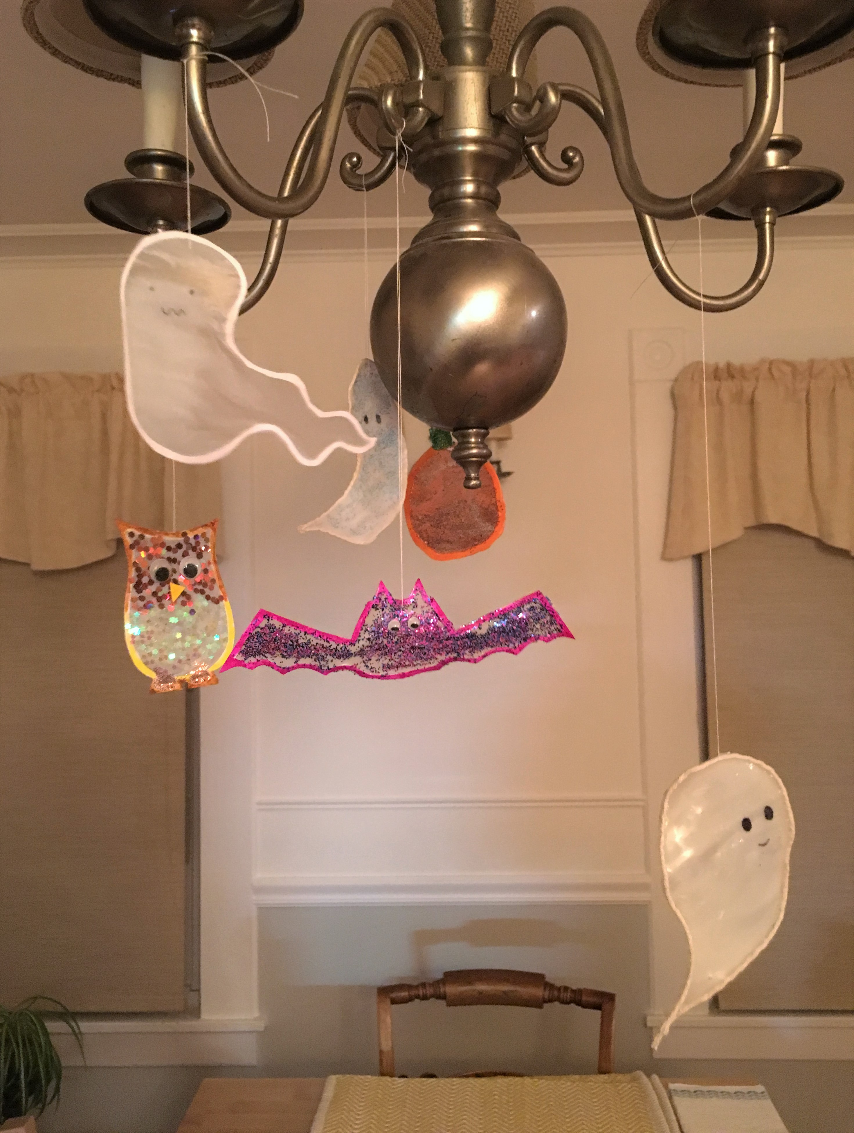 celebrate-picture-books-picture-book-review-halloween-mobile-craft
