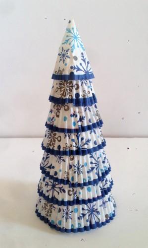 celebrate-picture-books-picture-book-review-cupcake-wrapper-tree-craft