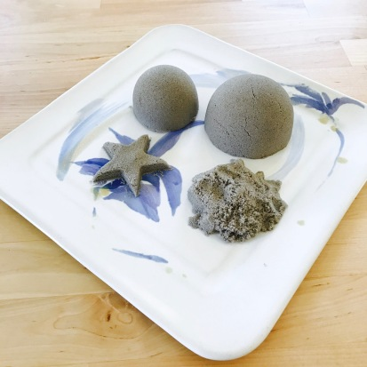 celebrate-picture-books-picture-book-review-kinetic-sand-craft