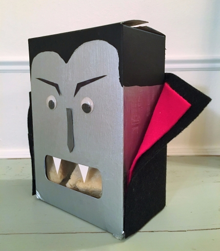 celebrate-picture-books-picture-book-review-vampire-treat-box-side-view (2)