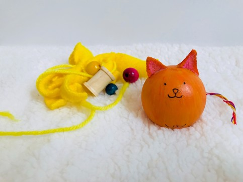 celebrate-picture-books-picture-book-review-wooden-bead-cat-craft