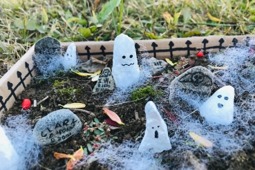 celebrate-picture-books-picture-book-review-haunted-graveyard-craft