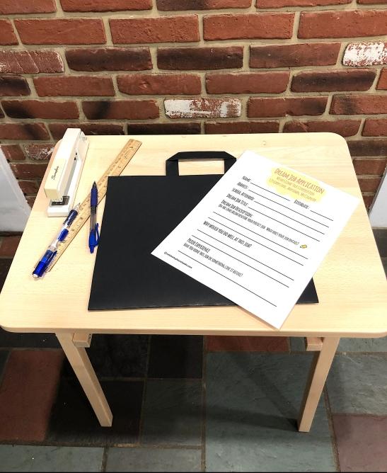 celebrate-picture-books-picture-book-review-briefcase-craft